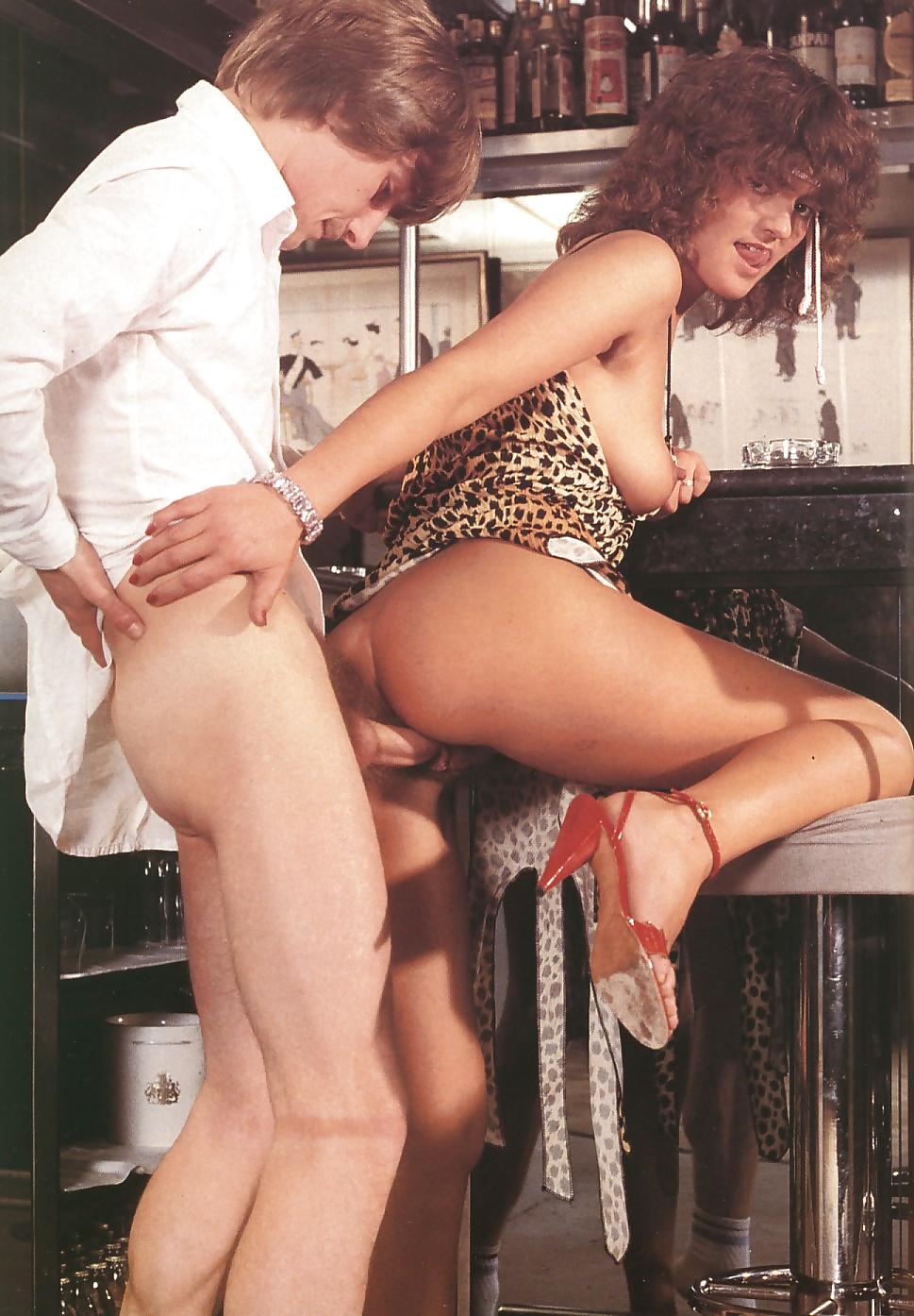 Прикольное ретро порно в ресторане