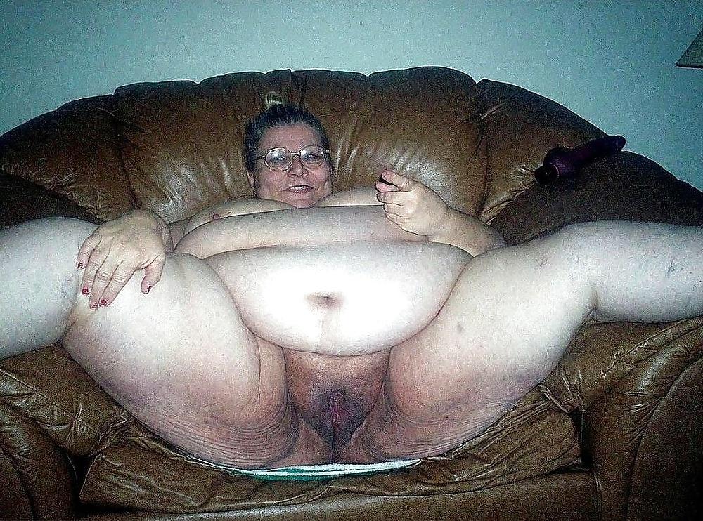 думают, будто порно фотки жирных уродин мастурбирующая своими титьками