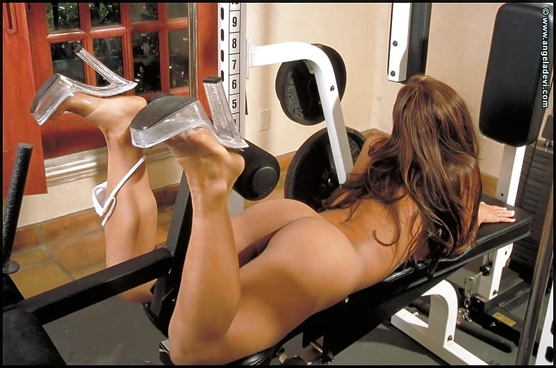 Chick nude workout — photo 1