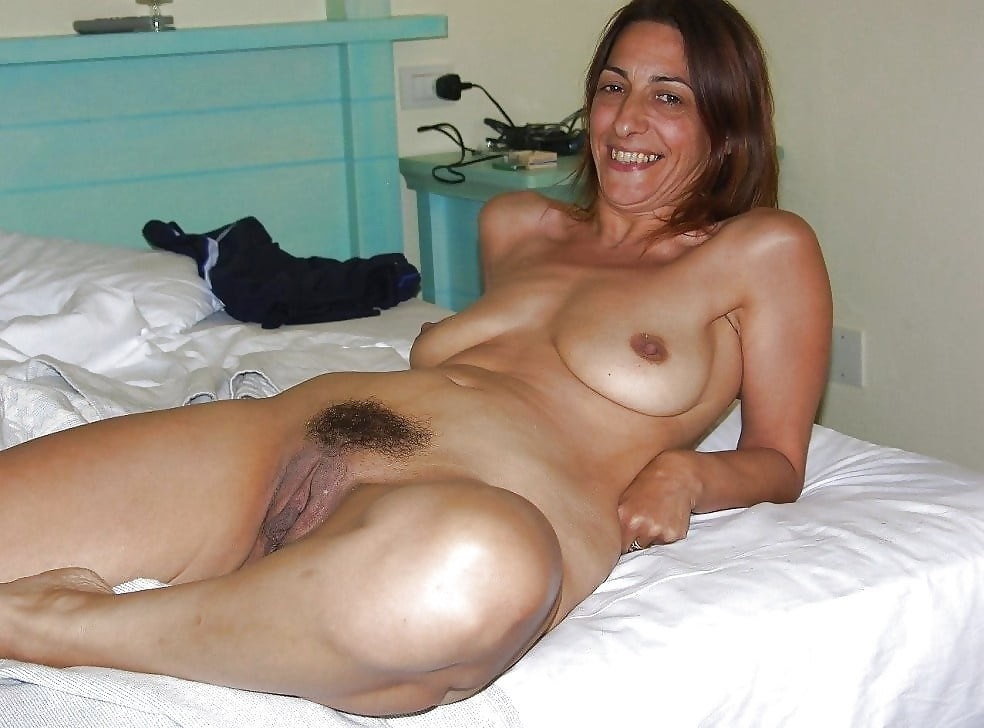 Anonymous wife posting her nude pics online