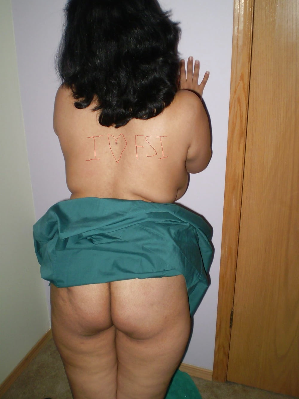 Nude desi mummy pussy in pattecoat wood