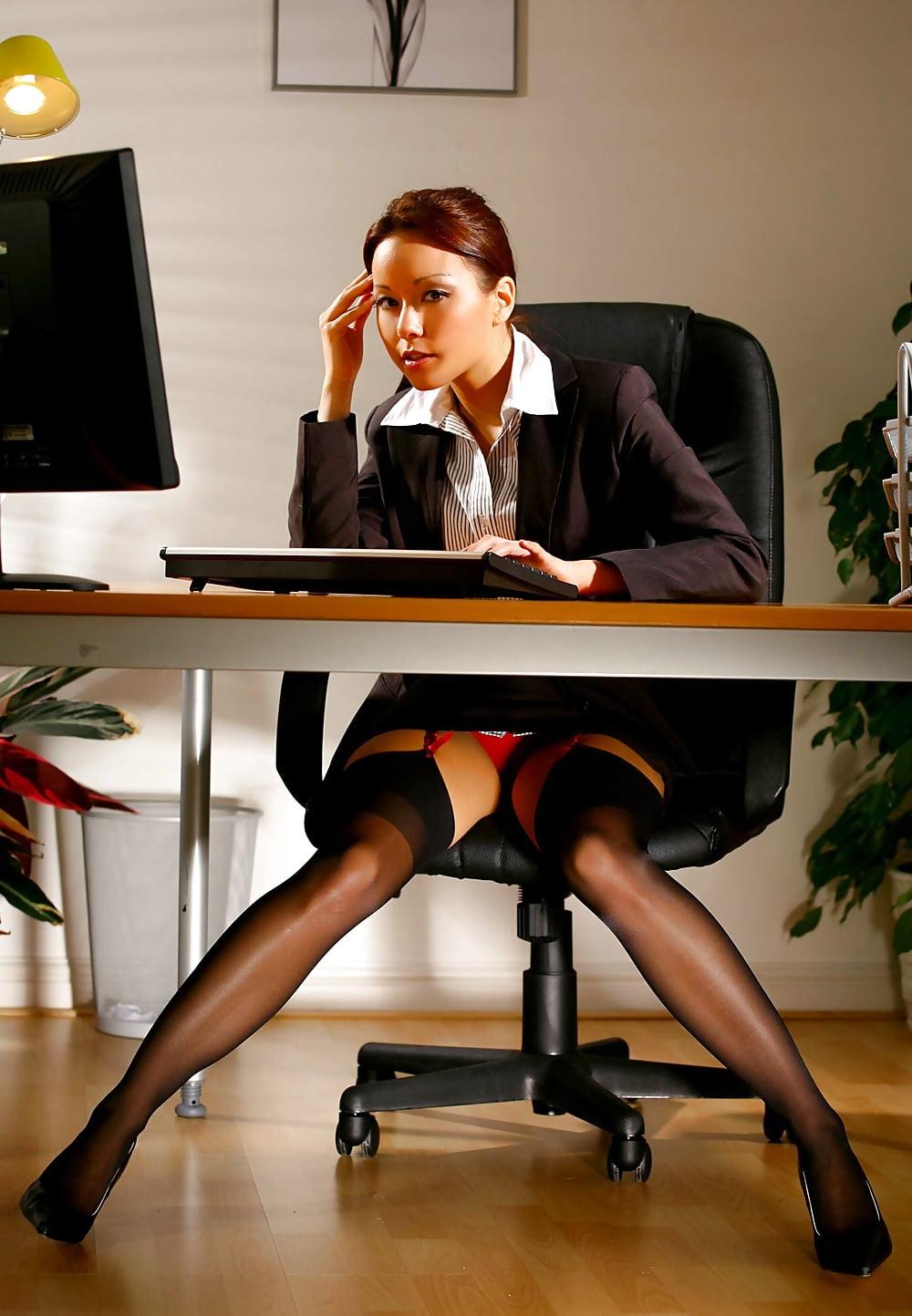 seksualno-odelas-dlya-bossa-sekretarsha-video