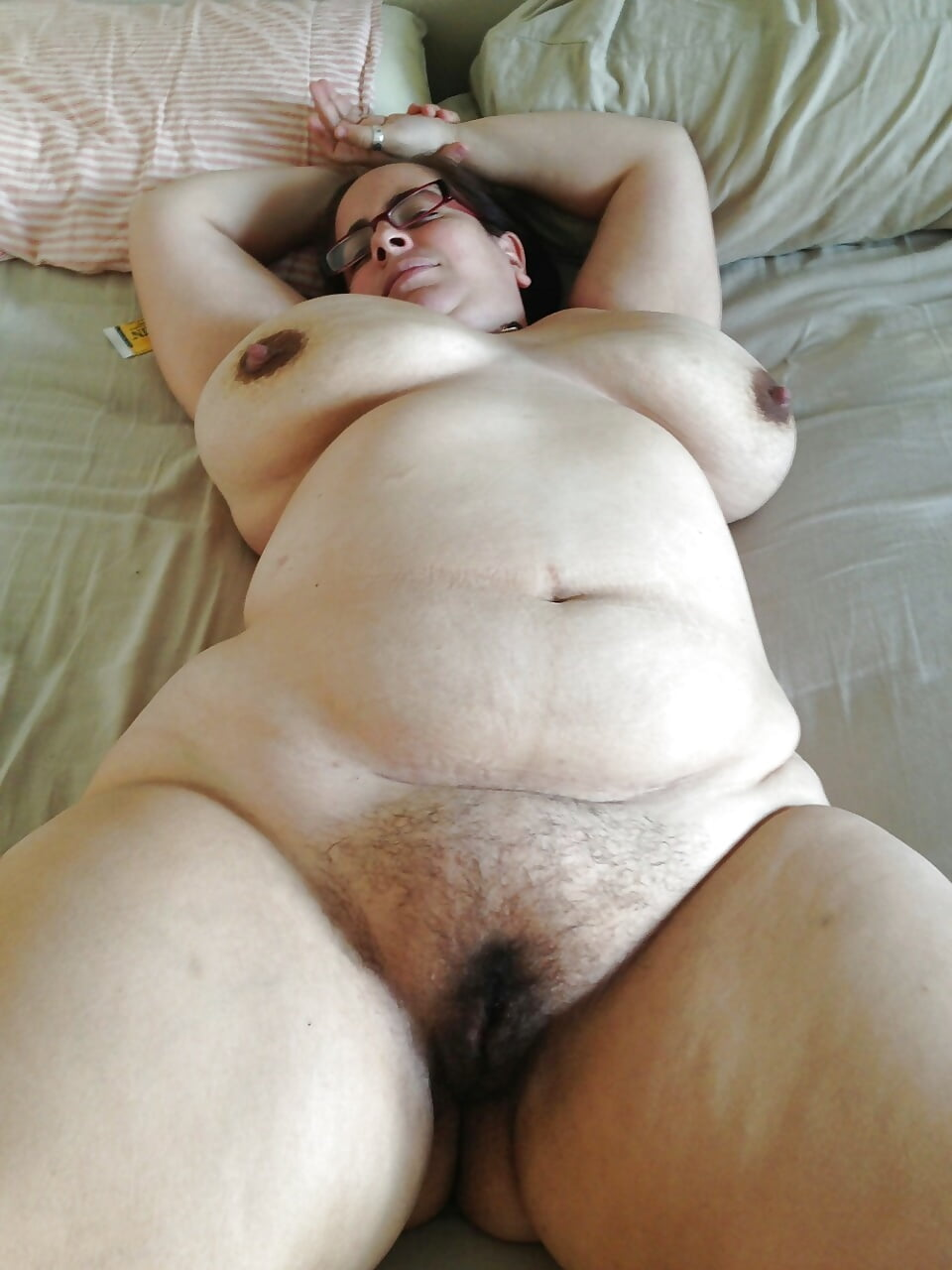 Mature bbw hairy pussy spread