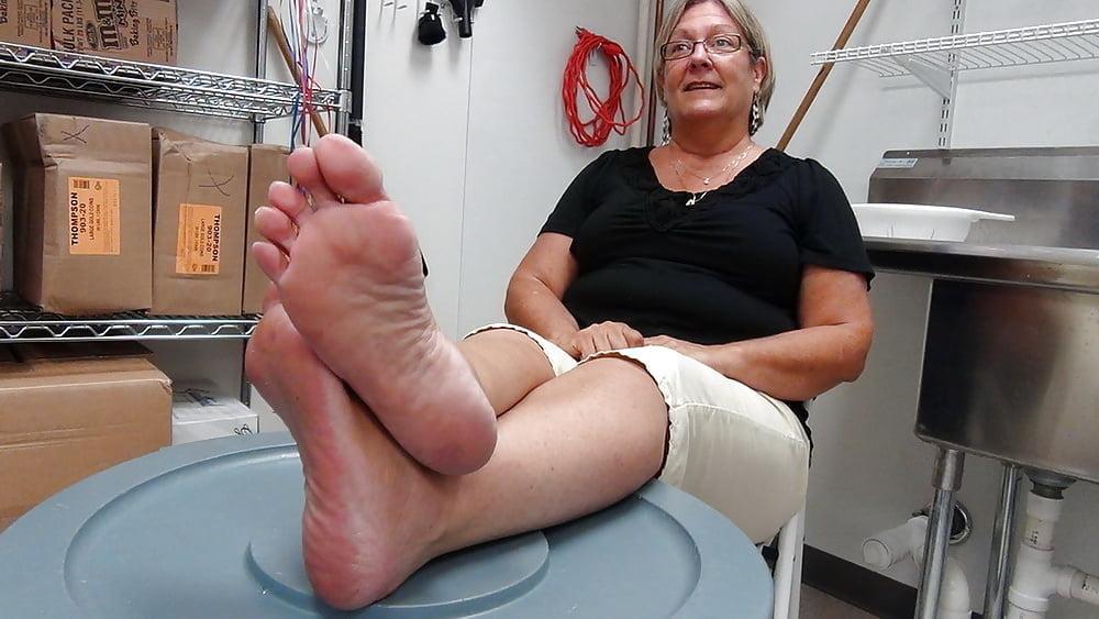 Крепкие женские ноги пожилых женщин #12