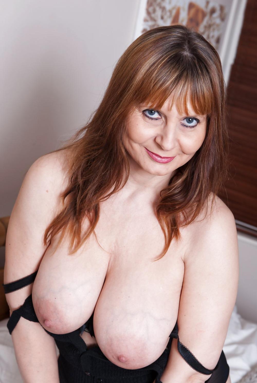 Фото зрелая сисястая секс форма женская