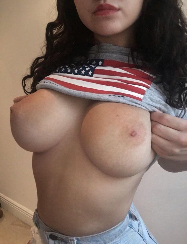 девушки поднимают майки и показывают грудь порно этом лариса