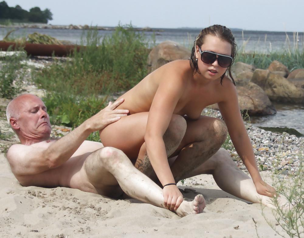 Порно видео трахаются на общественном пляже в тихоря от всех лесу порно
