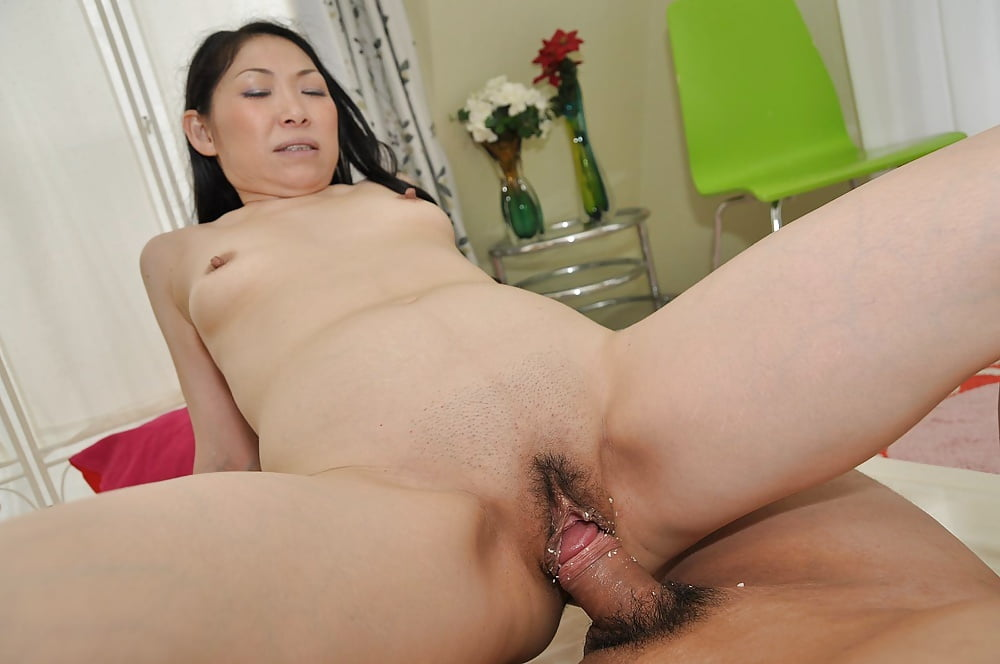 Секс порно с японским зрелых мужчины, грудастую сучку ебут негры