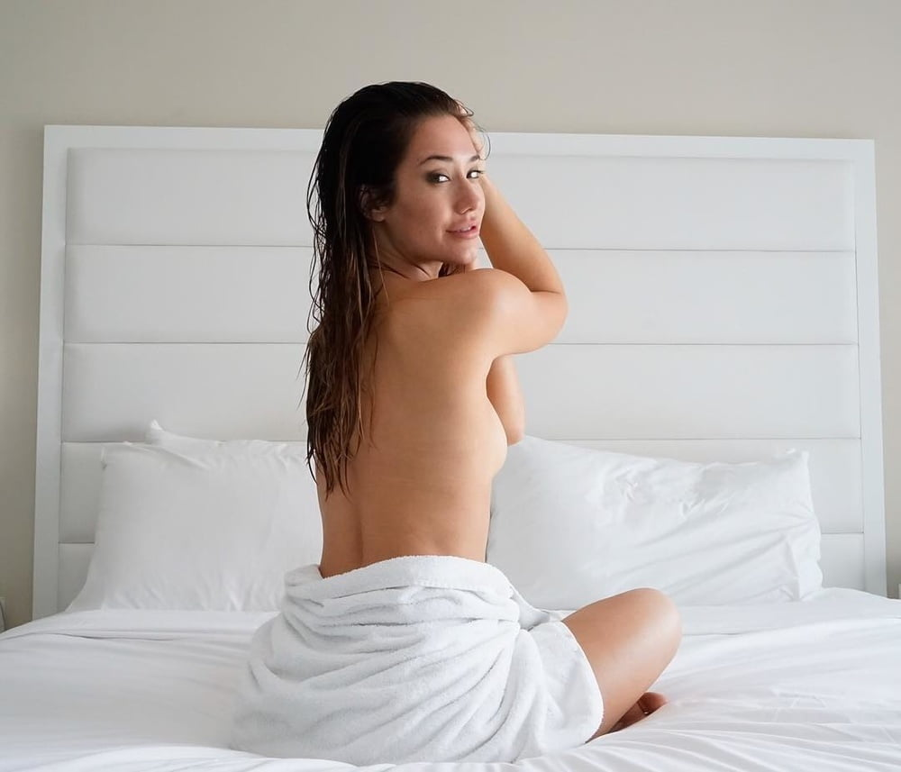 Eva Lovia - 37 Pics
