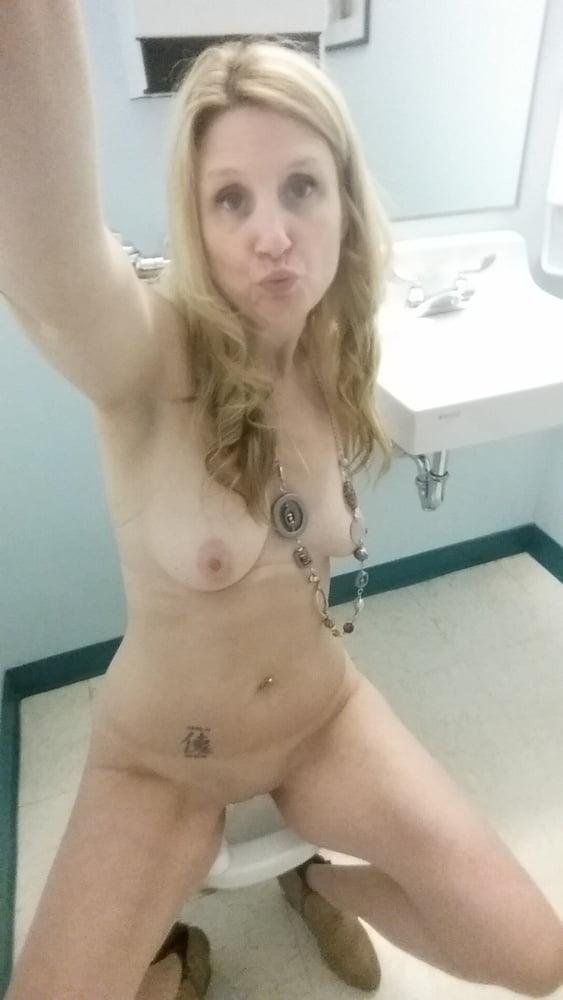Camera mostra pau gozando dentro do nus