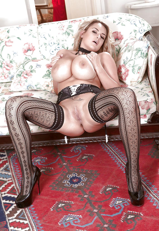 порно фото женщин с большими сиськами в телесных чулочках