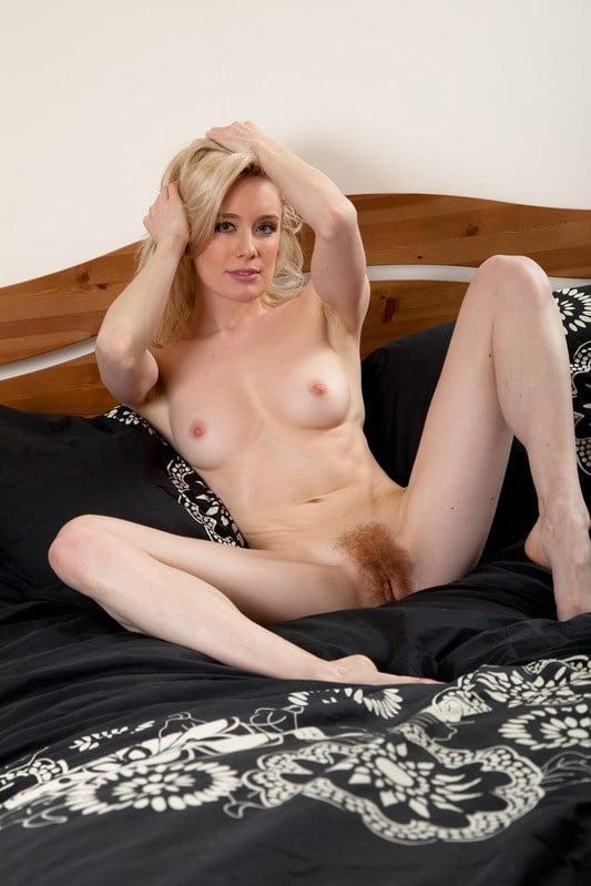 Hot Moms Spread Wide 293 - 49 Pics