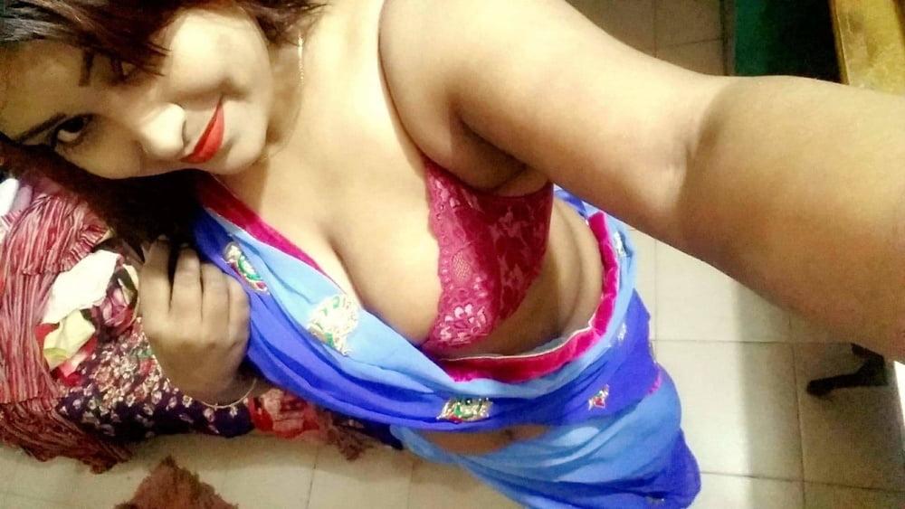 Horny Bengali Married Wife Nude pics - 17 Pics