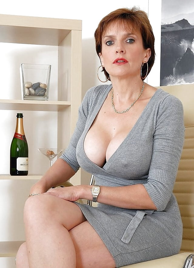 sexy-seductive-mature-women