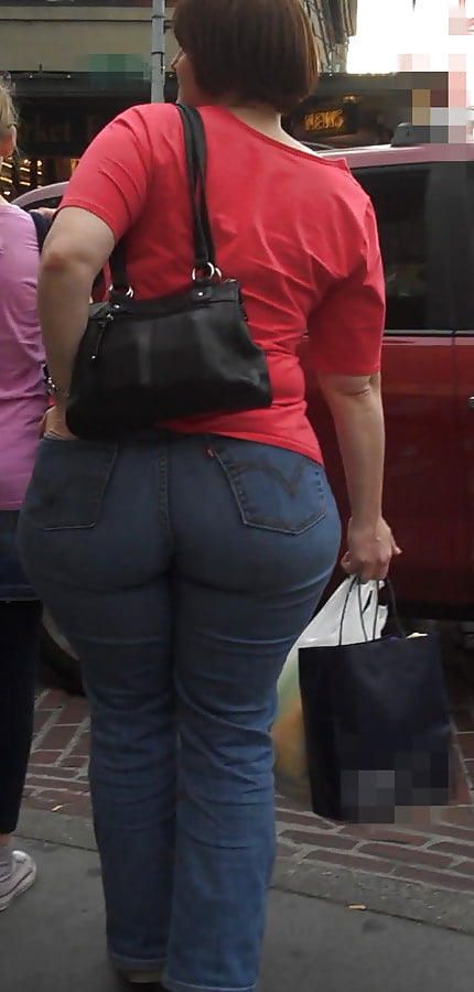 Pawg Milf In Tight Jeans Chasing All Through Kroger