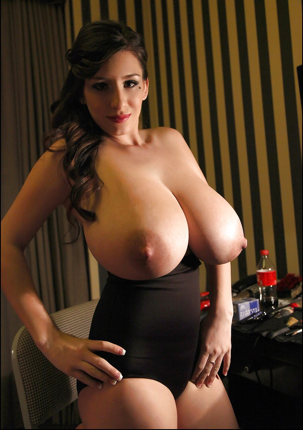 Thick solo girl alana lace sets her huge tits free of sweater and bra