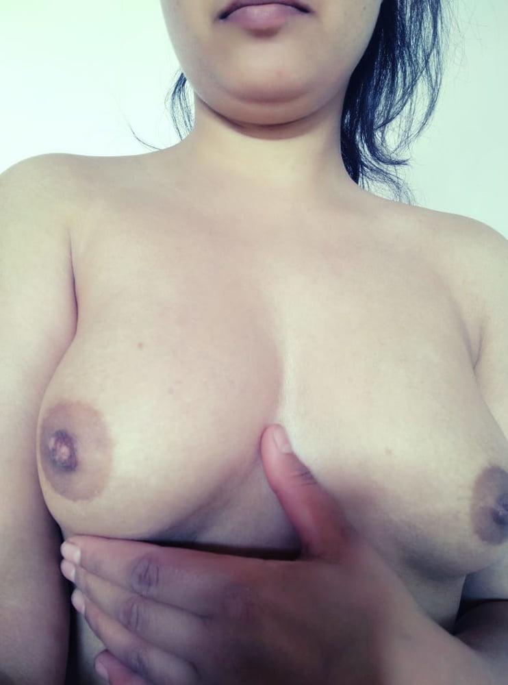 DESI HOT & SEXY BABE - 24 Pics