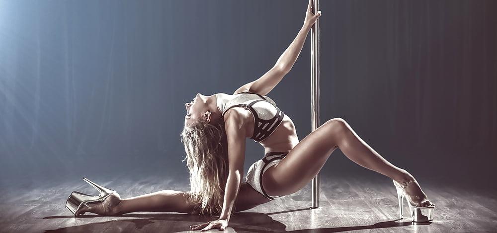 телочка танцует сексуальный танец - 1