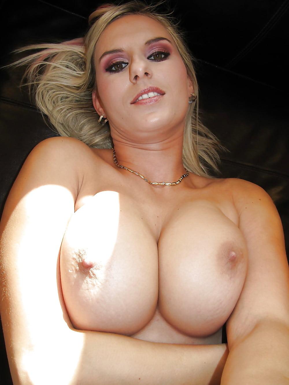 Amateur beautiful blonde milf nude and hard