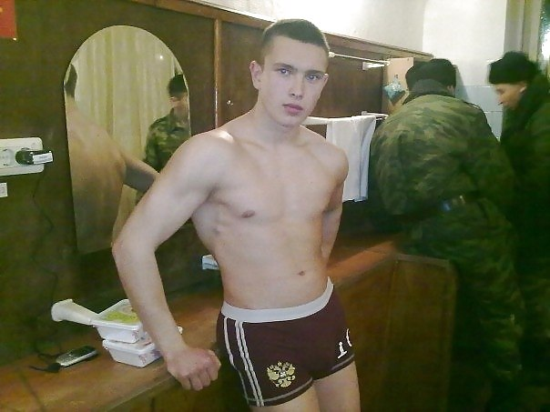 chastnoe-foto-sosushih-russkih-parney-porno-v-hd-kachestve-bomba