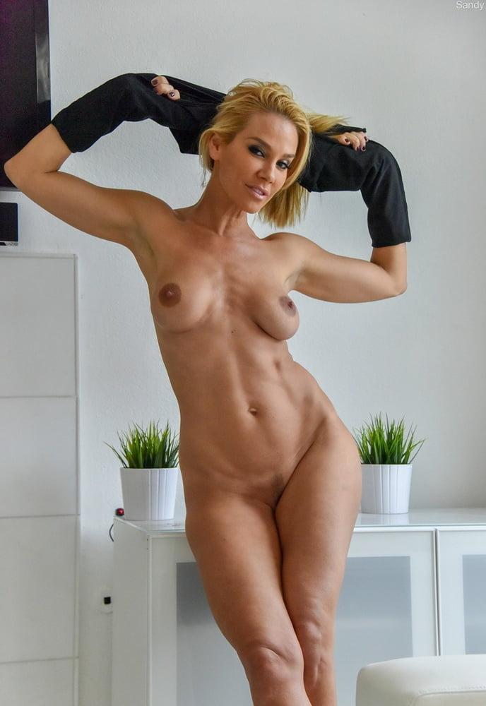 tall-hot-milf-asian-american-girls-nude-self-pic