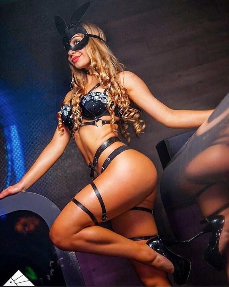 foto-intim-klubnie-tantsovshitsi-porno-po-russki-saransk