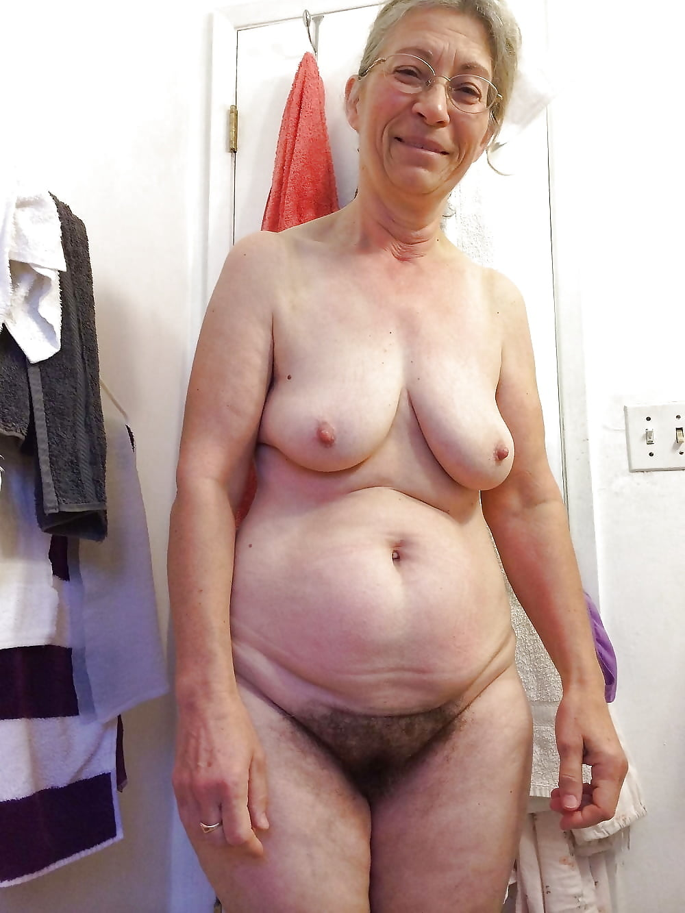 Nude granny picture, sexy egyptian woman