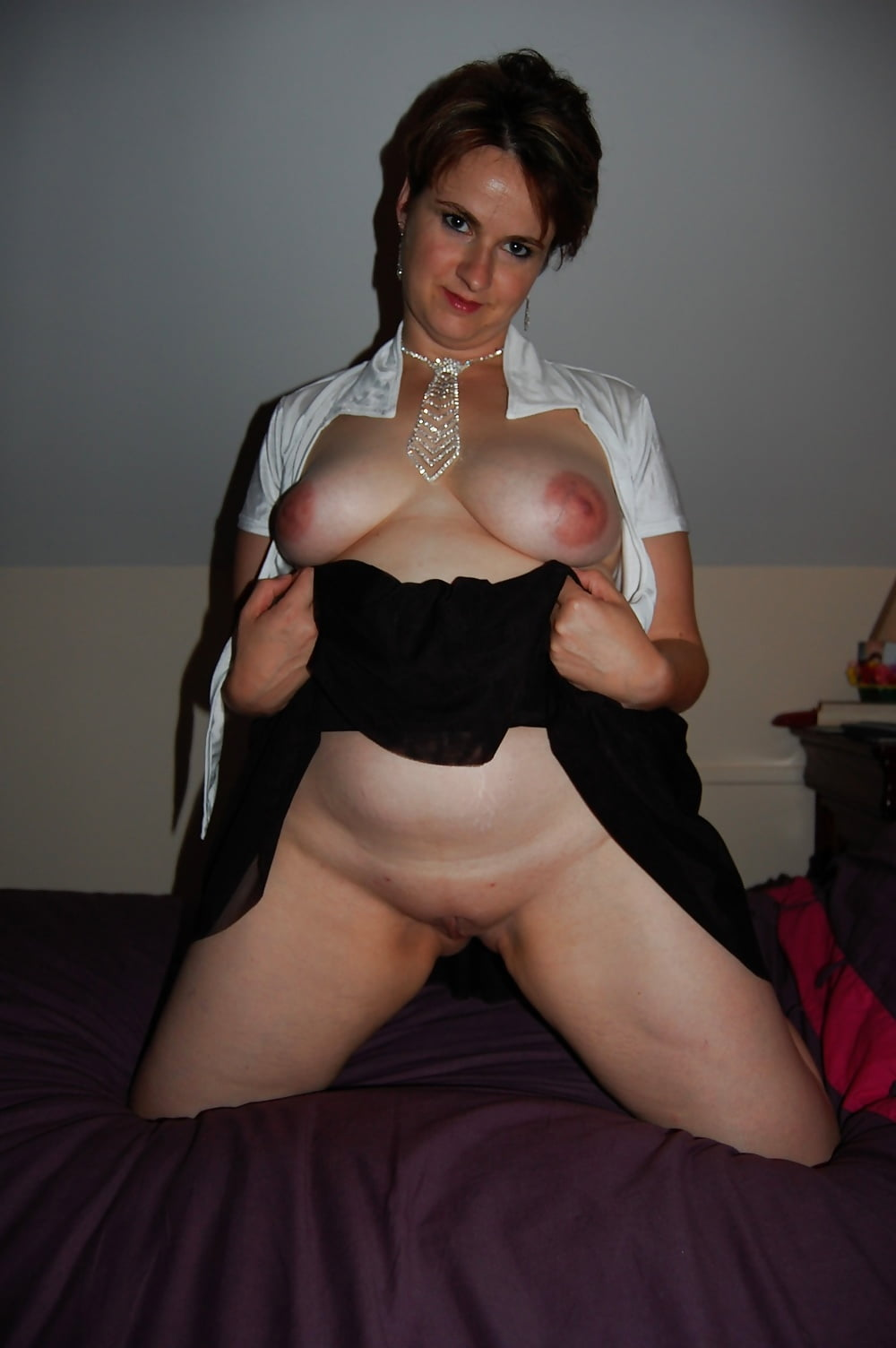 Brunette amateur milf thumb gallery and black nude
