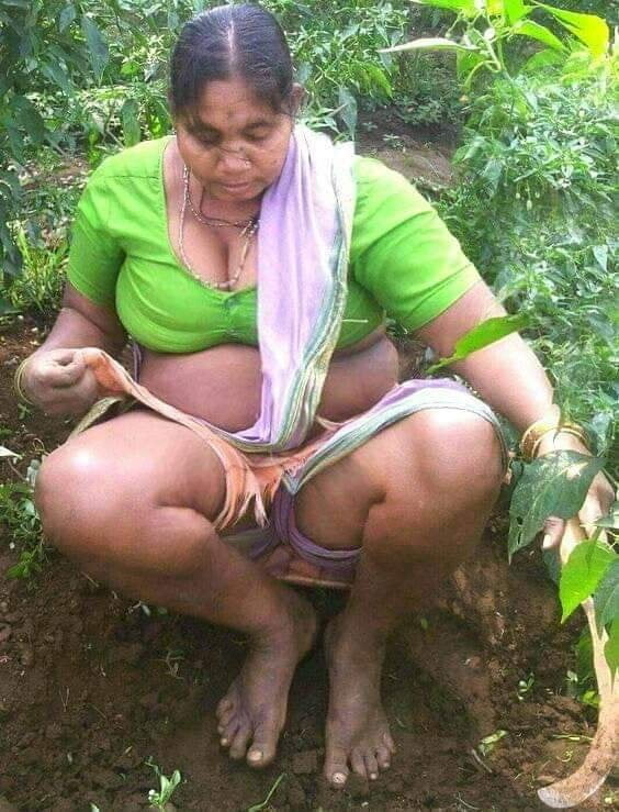 Desi Aunty Pissing Voyeur