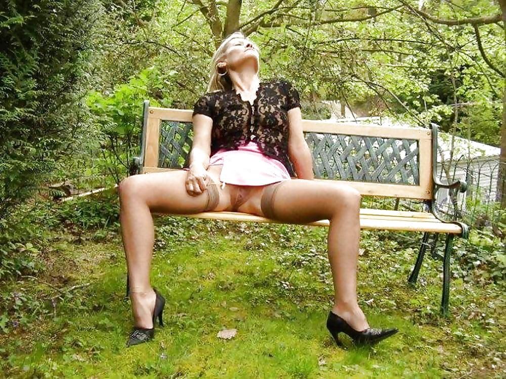 Порно ролики под юбкой в парке #2