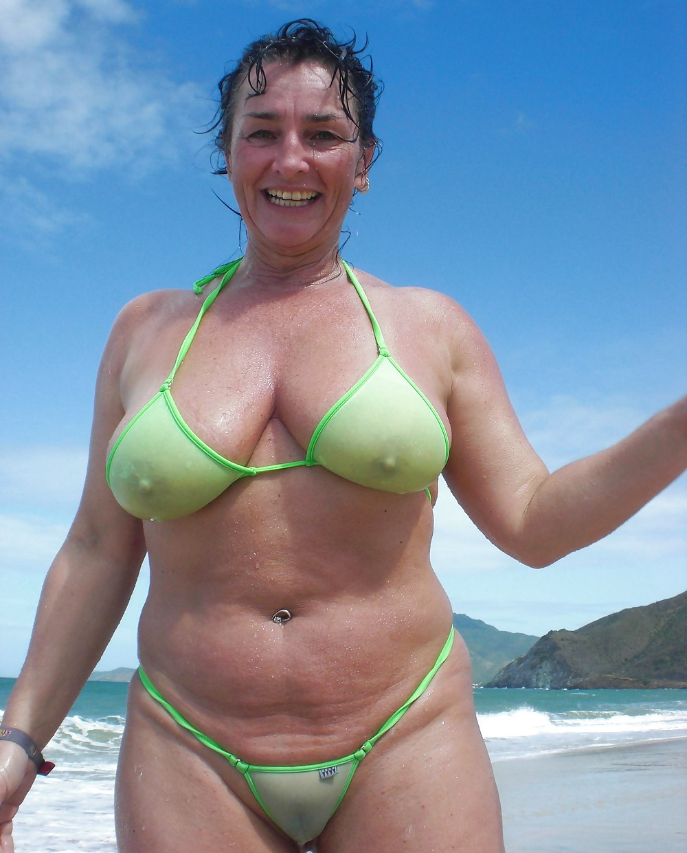 pictures-of-mature-women-in-bikinis