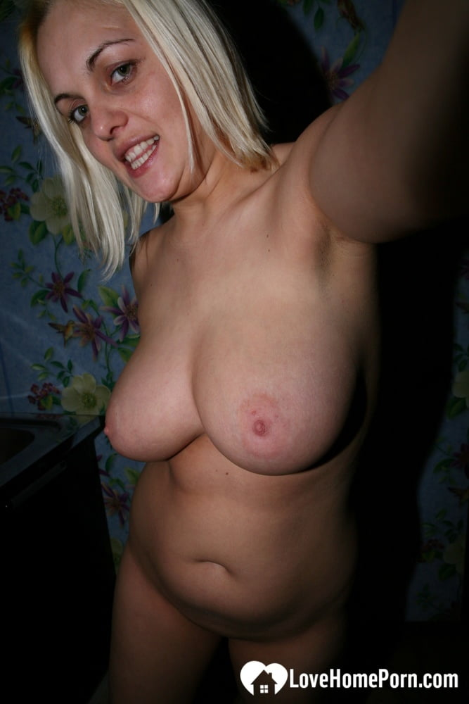 Bust mom showing off her big breasts - 9 Pics
