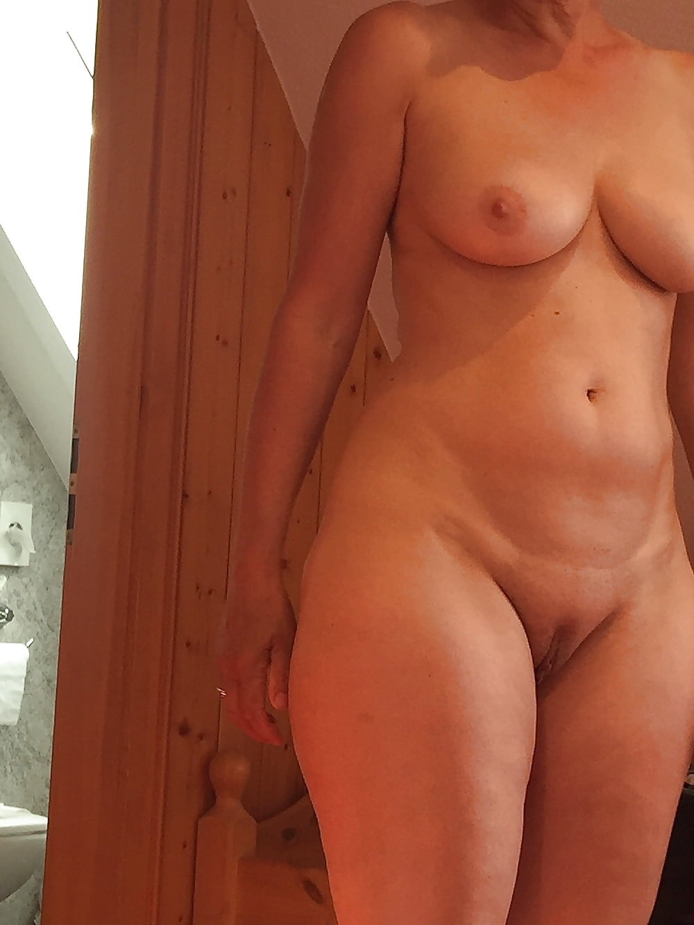 hidden-naked-wife