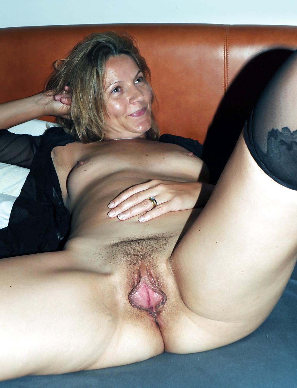 Дамы с раздвинутыми ногами огромными пиздами секс смотреть нежный