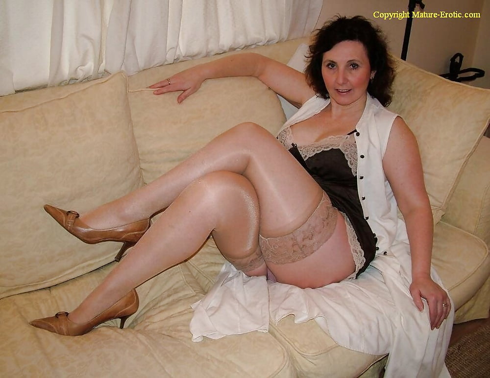 free-greek-mature-ladies-carmilla-bing-nude-sex