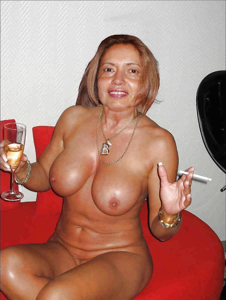 nude-smoker-mom-asian