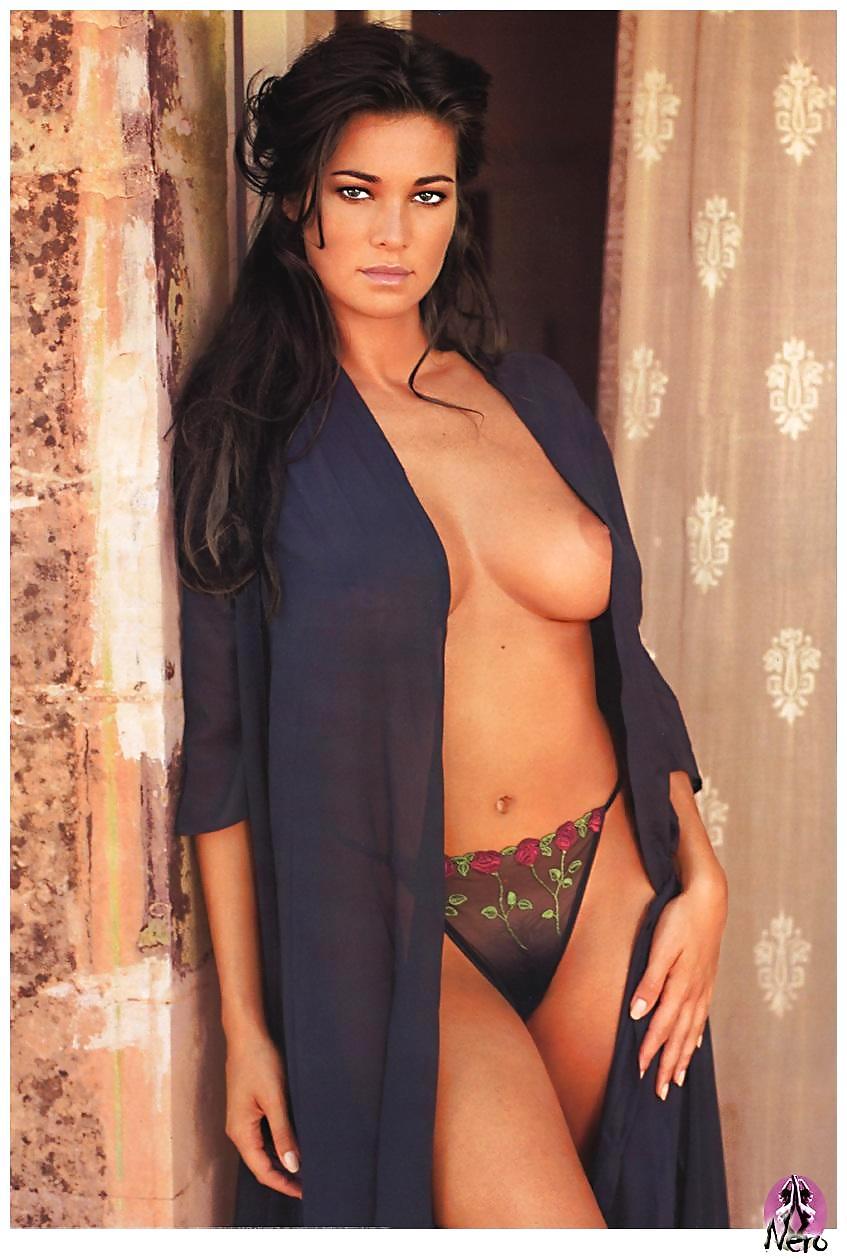 Manuela Arcuri Fake Nude