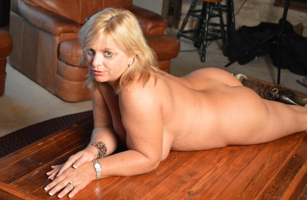 SekushiLover - I Wonder If She's Into Anal Sex - 13 Pics