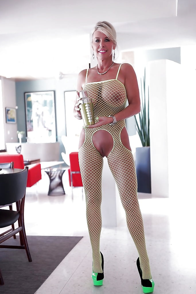 Mom naked busty babes in fishnets larente flashy babes