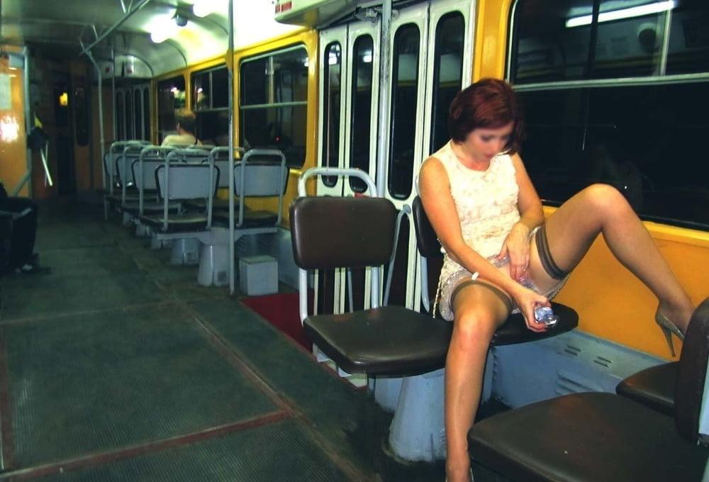 Девушка в транспорте без трусиков видео — 7