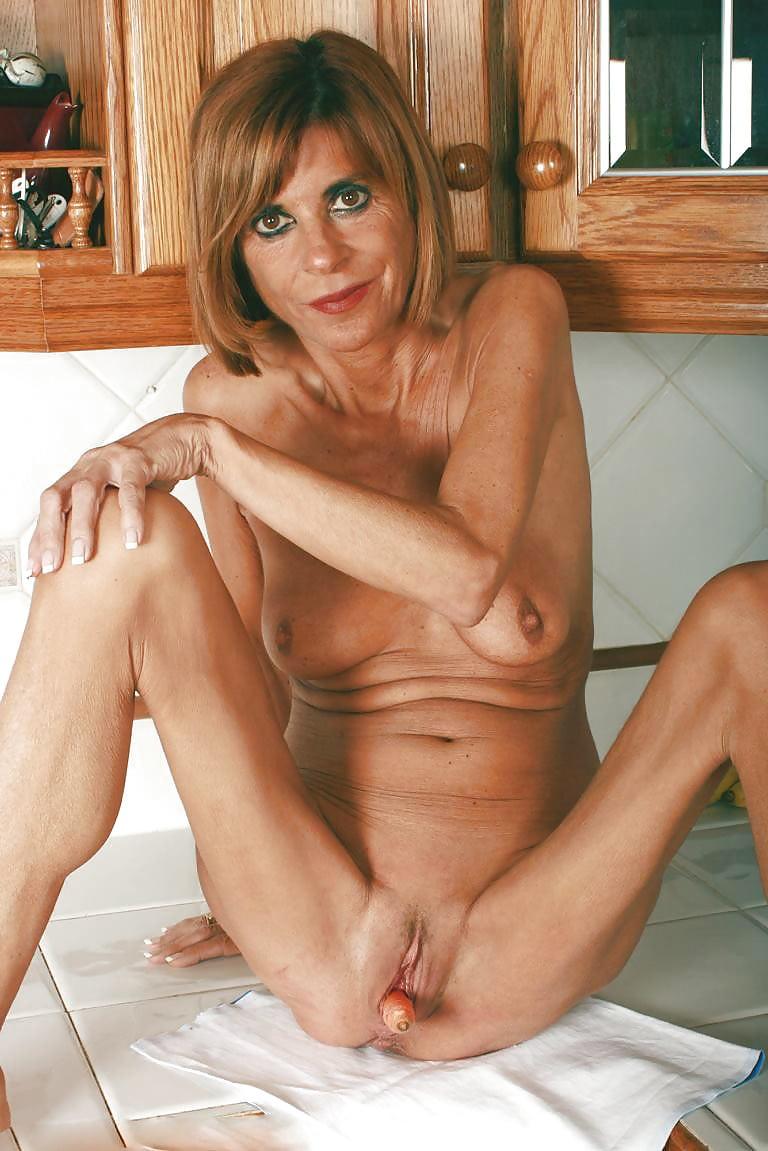 Skinny mom pics, kates playground naked pics