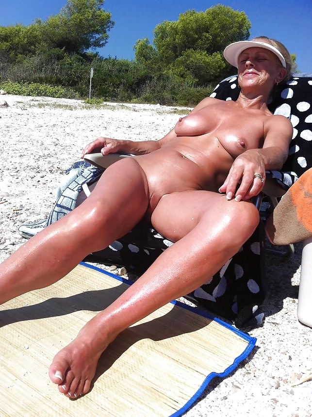 nude-moms-on-beach-after-sex