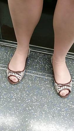 jewish teen in tan pantyhose and open toe heels in the tube