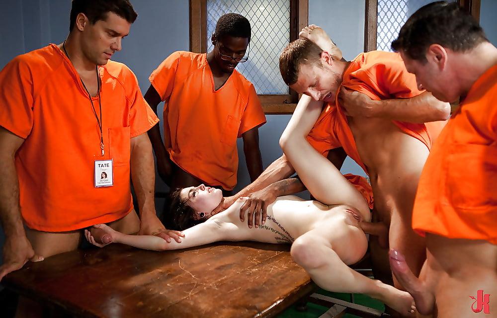 Jail guard nude photos
