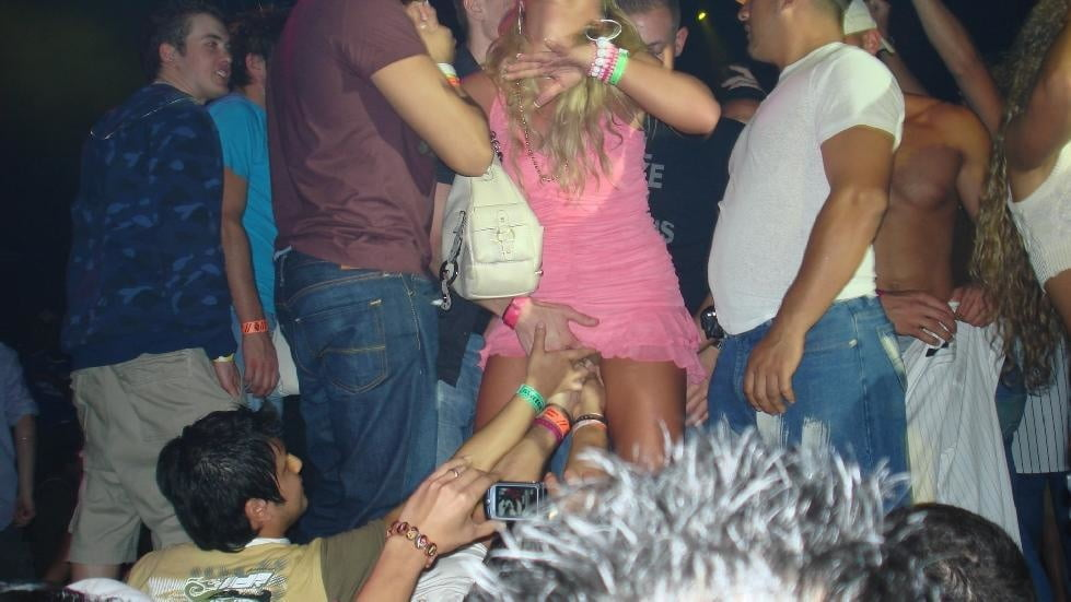 Crowd upskirt pictures — pic 4