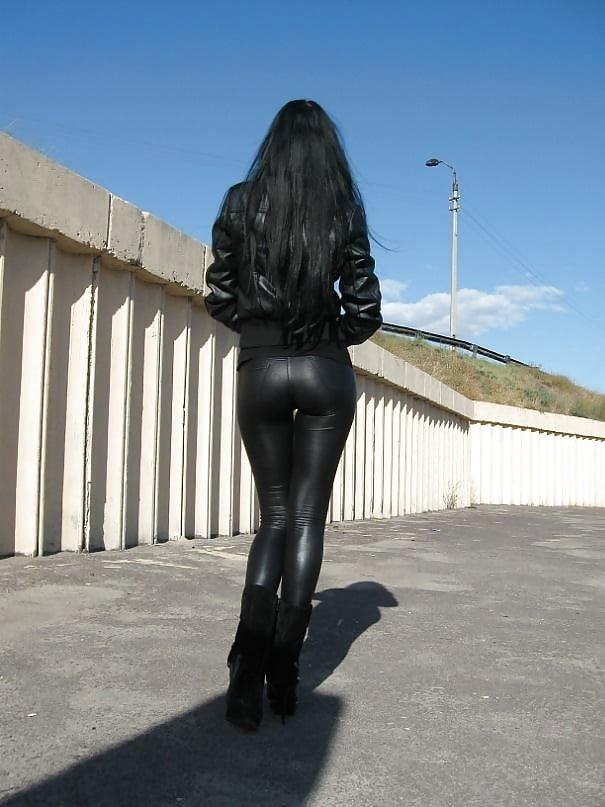 фото девушек сзади в коже - 5