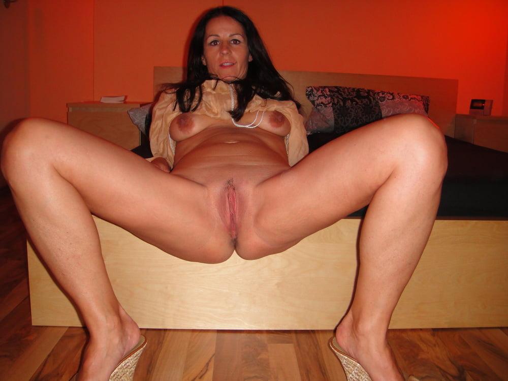 dirty-brunette-moms-naked-sexypattycake-gallery