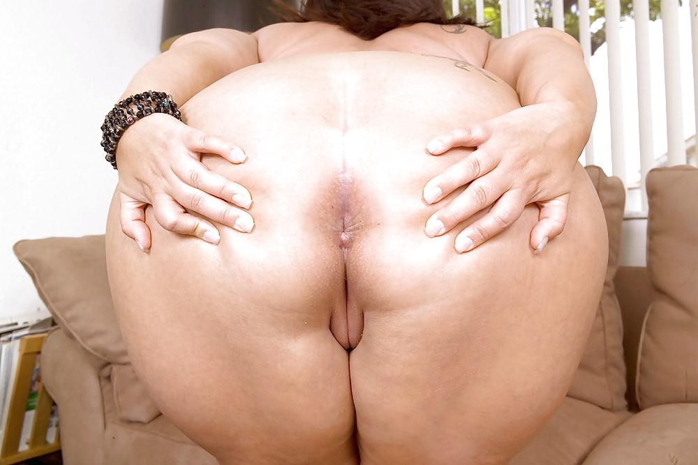 раздвинула жирную жопу шептал ушко