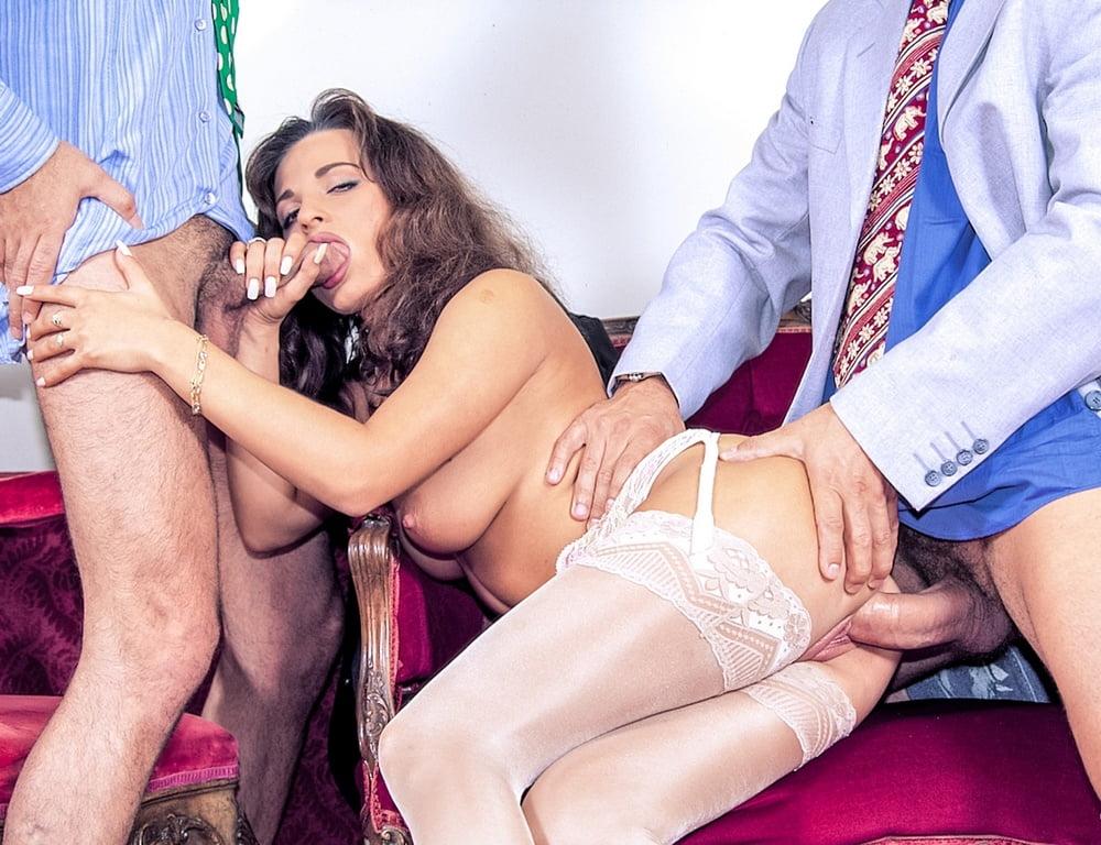Порно клиент трахнул официантку, мужики с толстыми членами фото