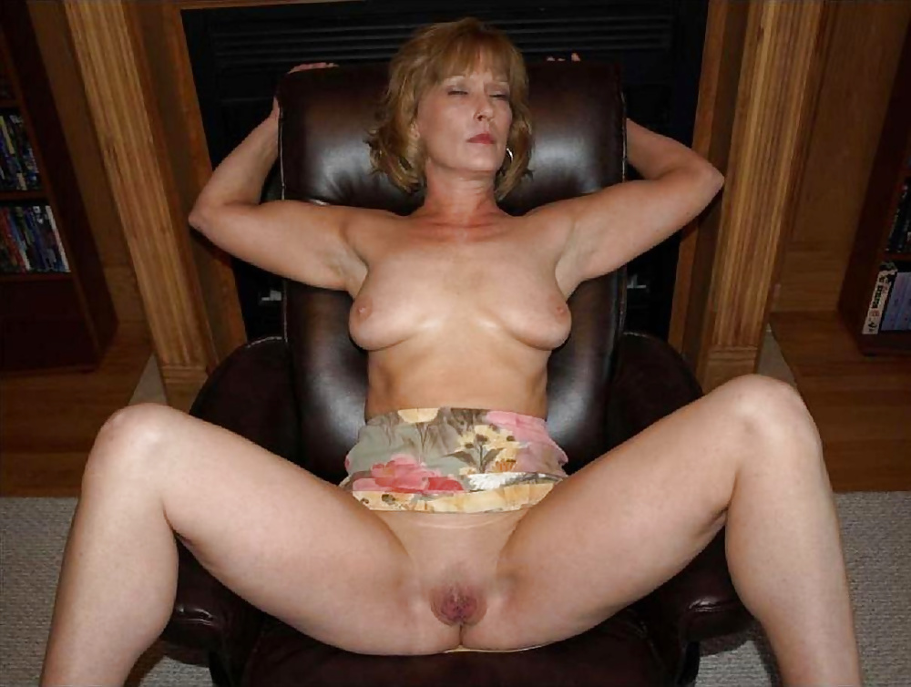 Amateur free naked mature video